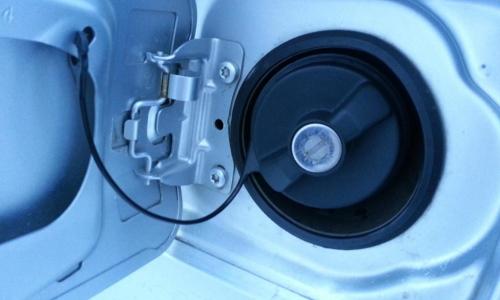 Без монтировки и топора: как безопасно открыть замерзший бензобак