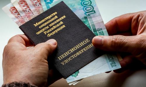 Госдума приняла закон о заморозке накопительной части пенсии