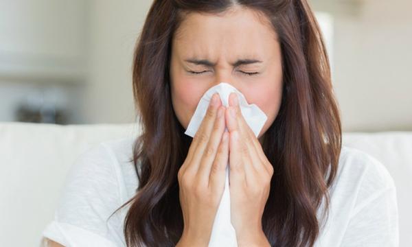 Почему медики считают смертельно опасным сдерживание чихания