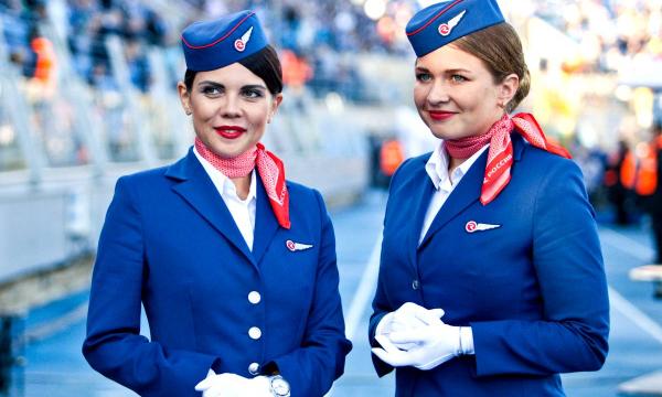зачем стюардессам платки на шее